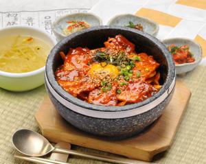 韩式猪肉石锅拌饭